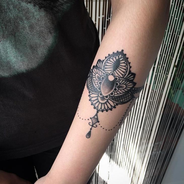 floral jewel hand tattoo design