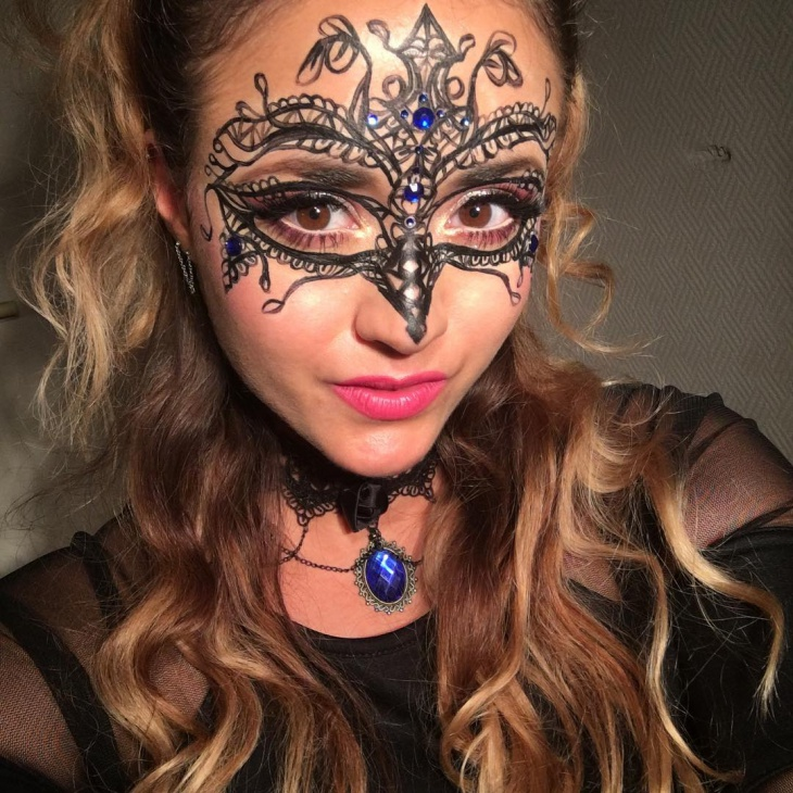 masquerade clown makeup