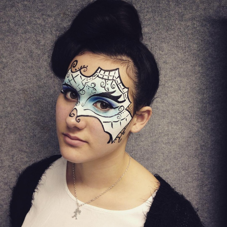 dramatic masquerade makeup look