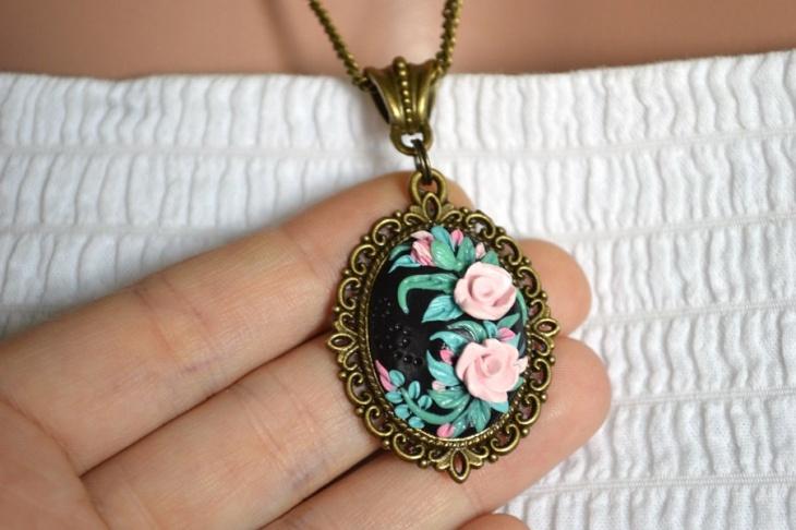 Vintage Floral Pendant Design