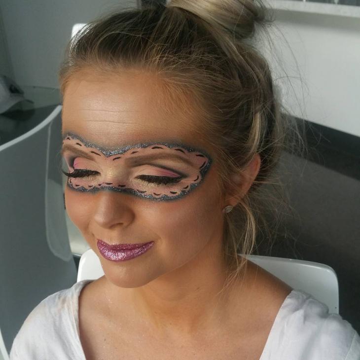 beautiful masquerade makeup idea