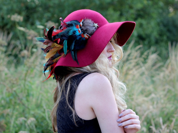 Trendy Feather Hat for Women
