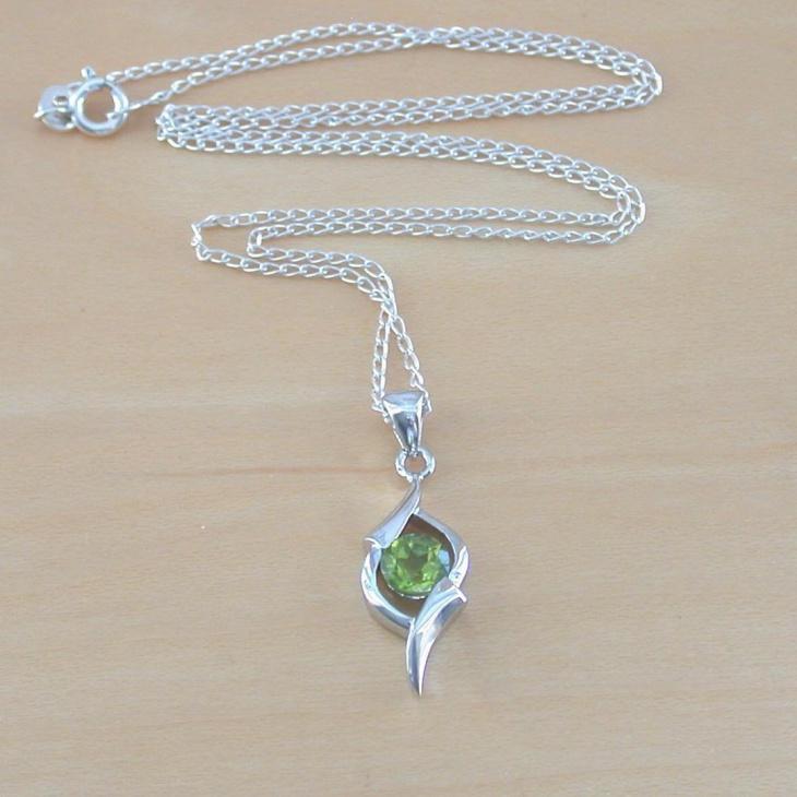 Gold Peridot Necklace Idea