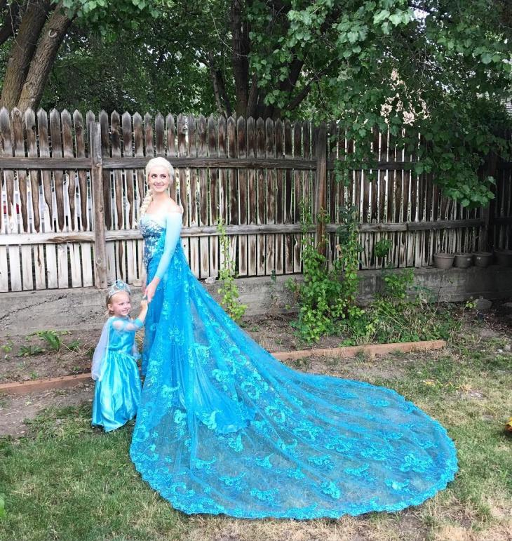 Flamboyant Blue Corset Dress Idea