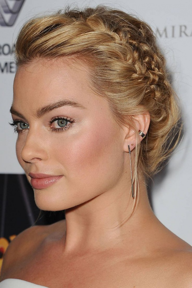 margot robbie lace braid hairdo