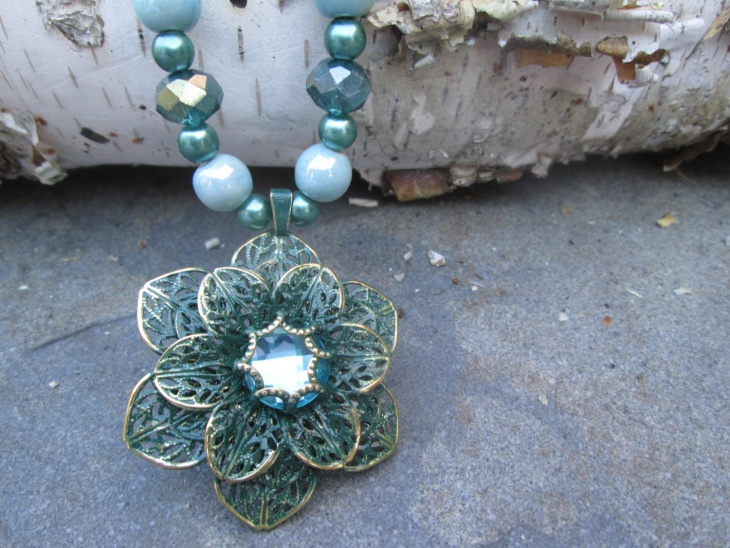 Beaded Flower Pendant Idea