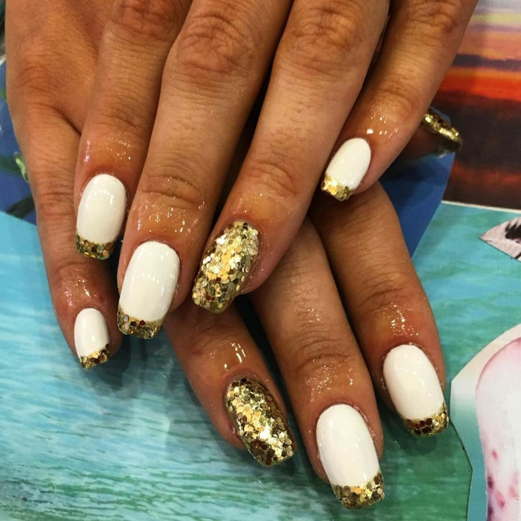 gold sequin nail design