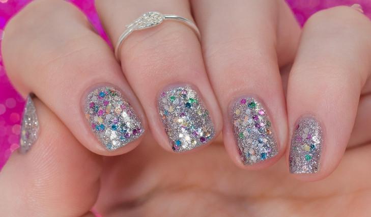silver glitter nail art idea