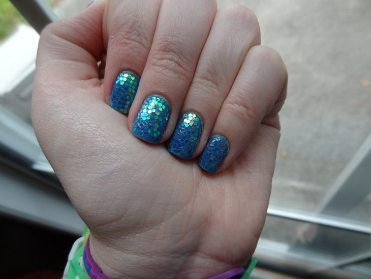 trendy sequin nail design