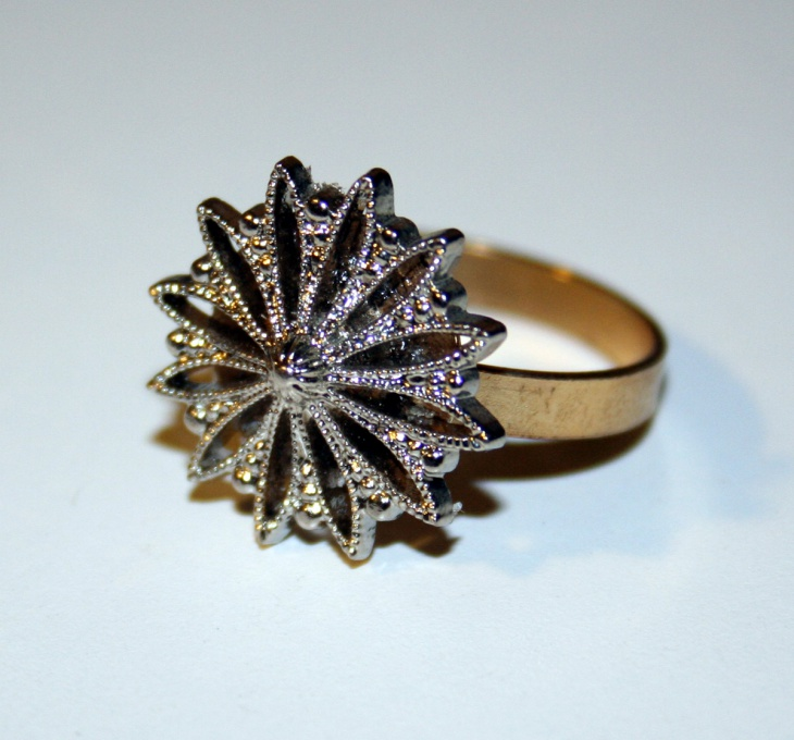 round snowflake ring design