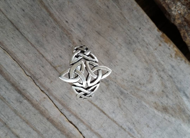 vintage style celtic ring