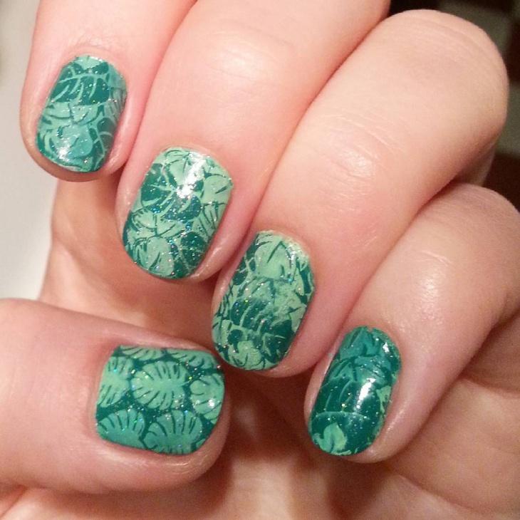 gel holographic nail design