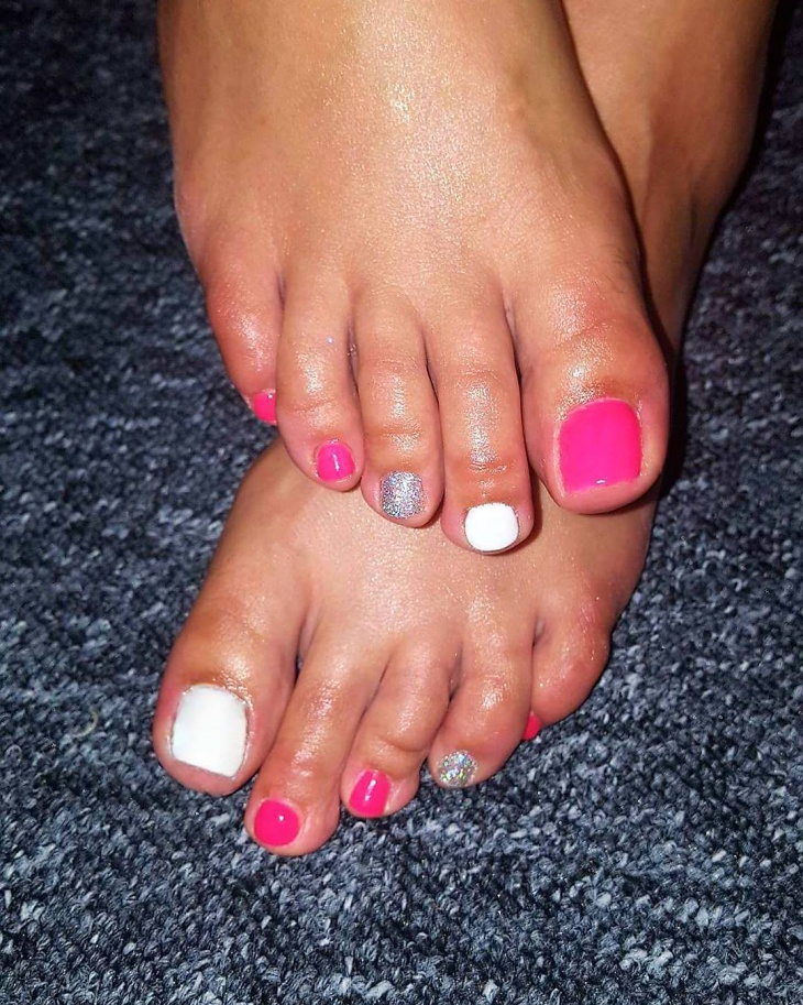 holographic toe nail art