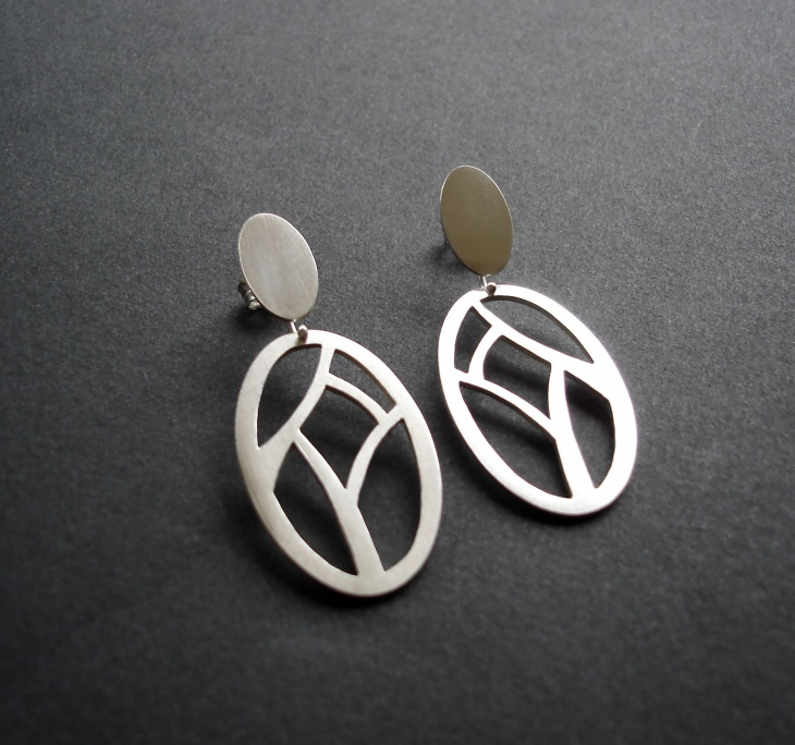 Geometric Pattern Silver Oval Earrings