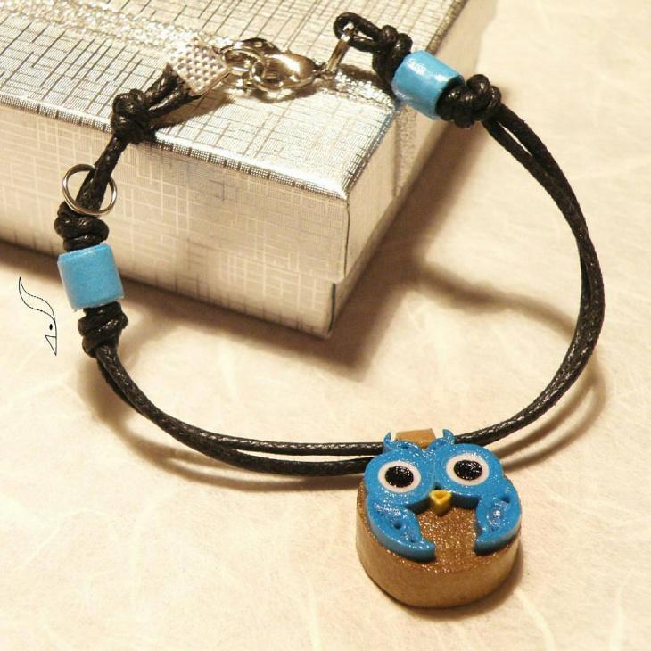 blue paper jewelry idea