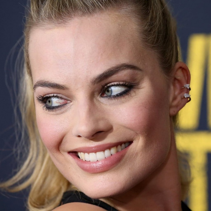 Margot Robbie Messy Knotted Ponytail