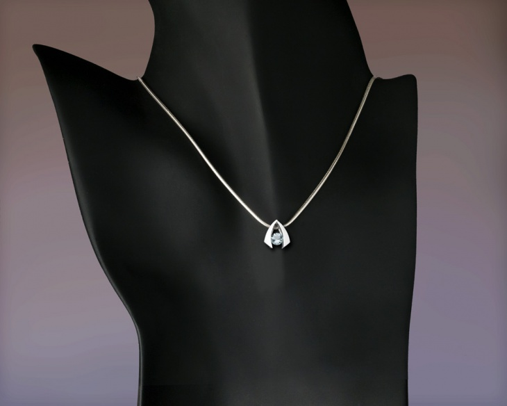 platinum aquamarine pendant necklace