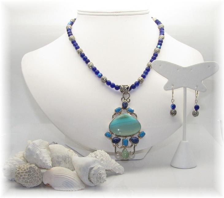 blue aquamarine pendant