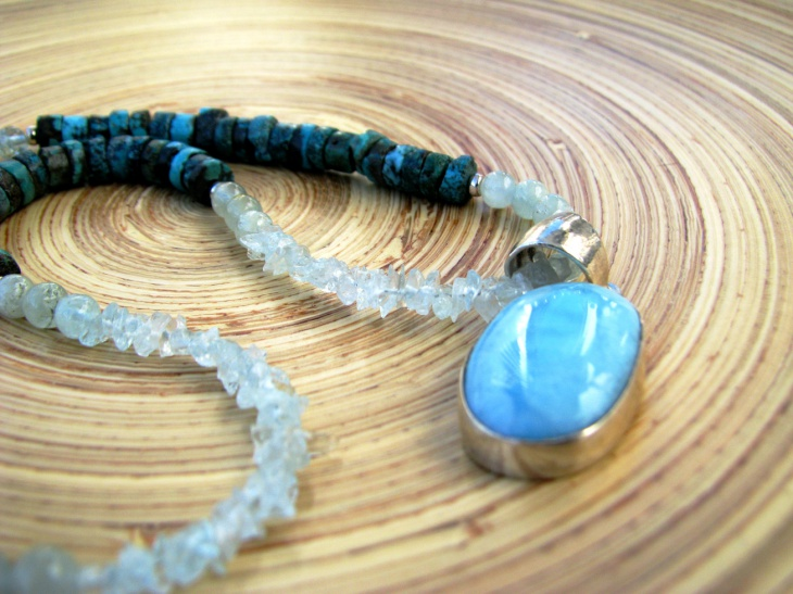 modern aquamarine necklace