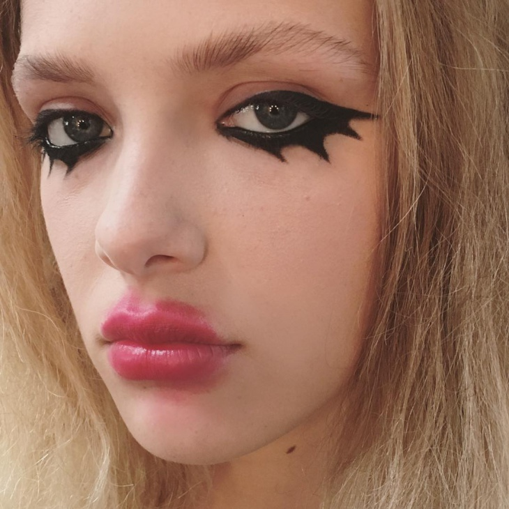 Black Liner Spooky Makeup