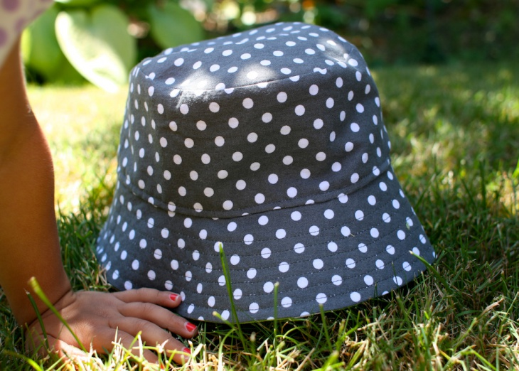 simple polka dot bucket hat