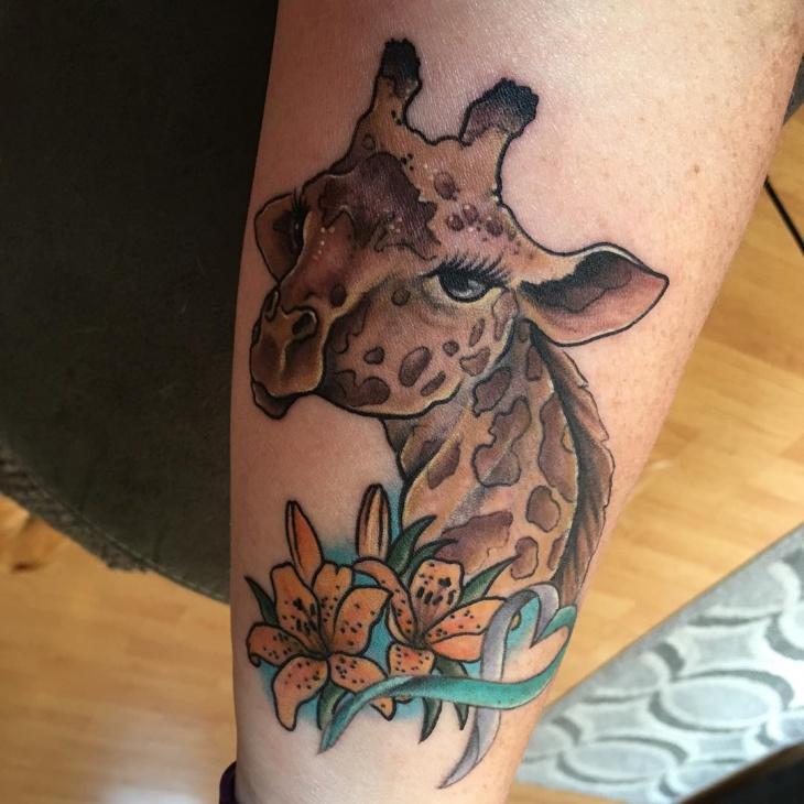simple giraffi tattoo idea