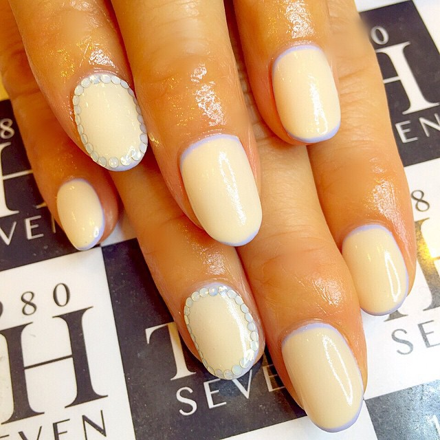 classic circle nail art
