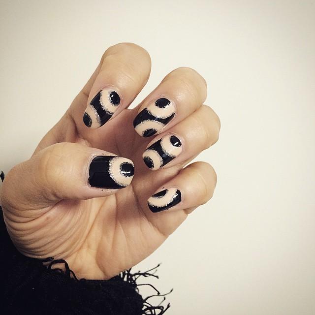 black circle nail art
