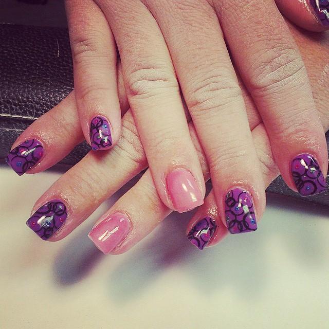 gel circle nail design