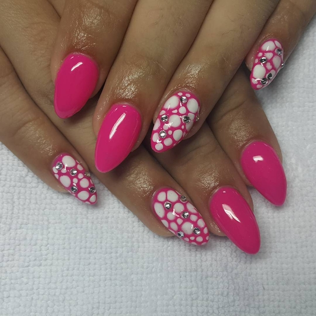 pink with white circle nail art1