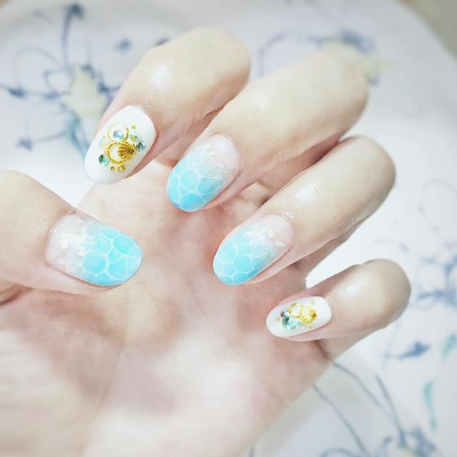 geometric circle nails1