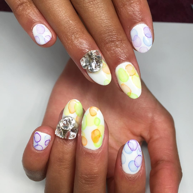 circle bubble nail art