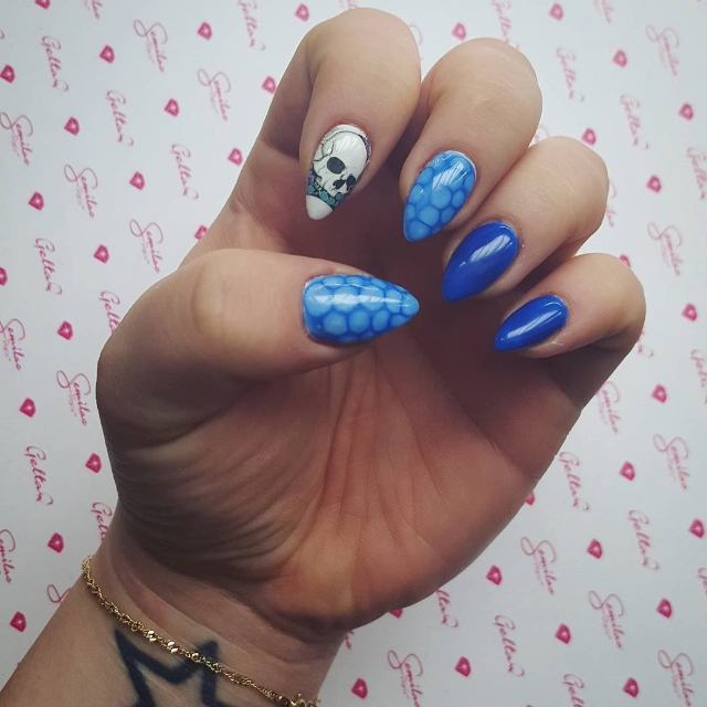 blue circles skull nail design