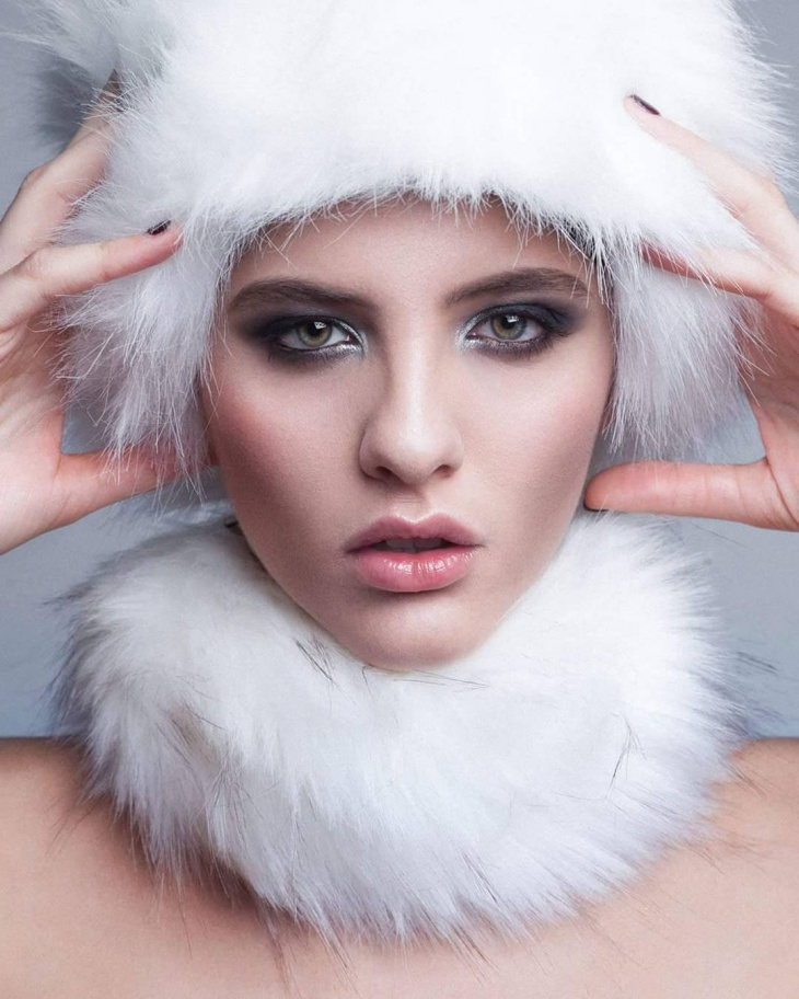 Classy Snow Eye Makeup