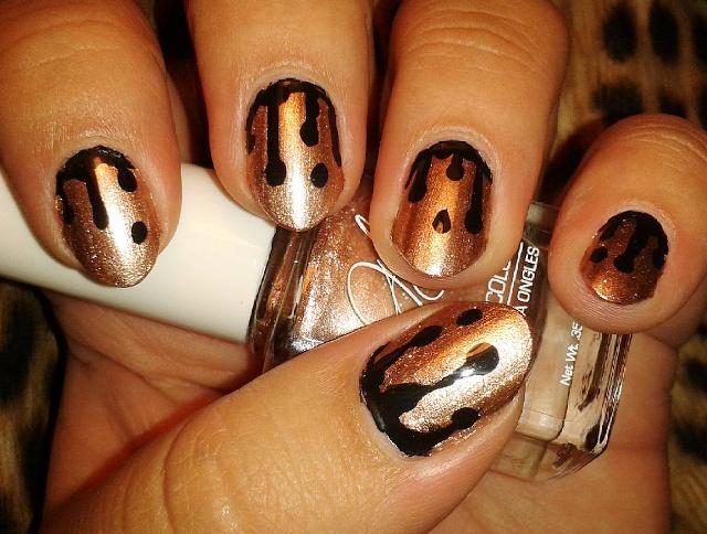 gold glitter drip nail art