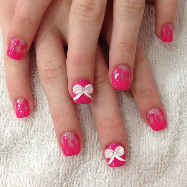 drip bow nail design