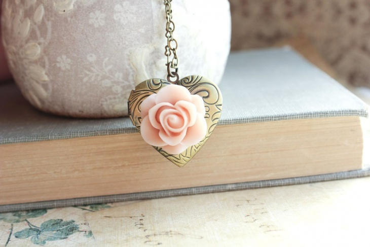 Antique Heart Pendant Chain