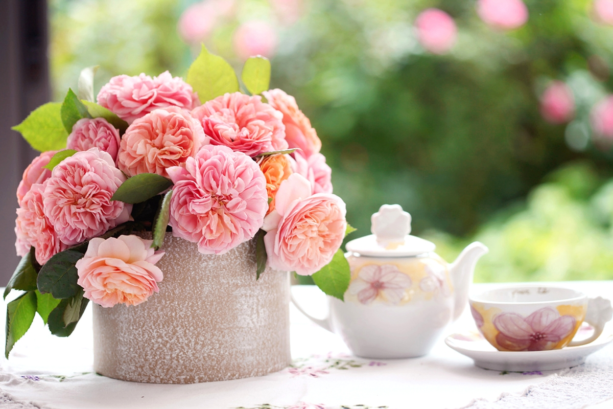 teapots as flower vases