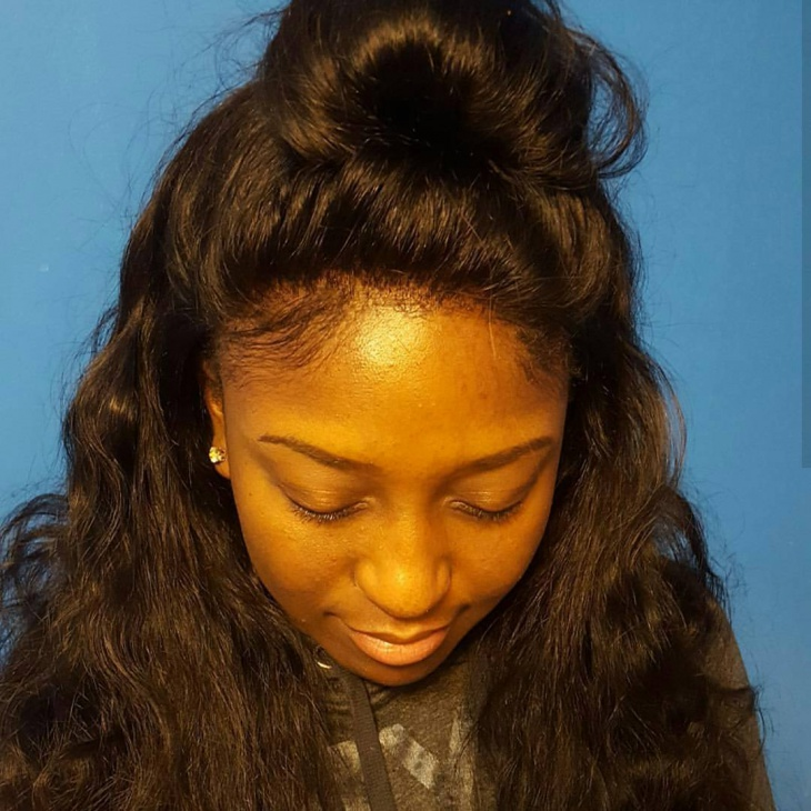 curly weave half bun hairstyle