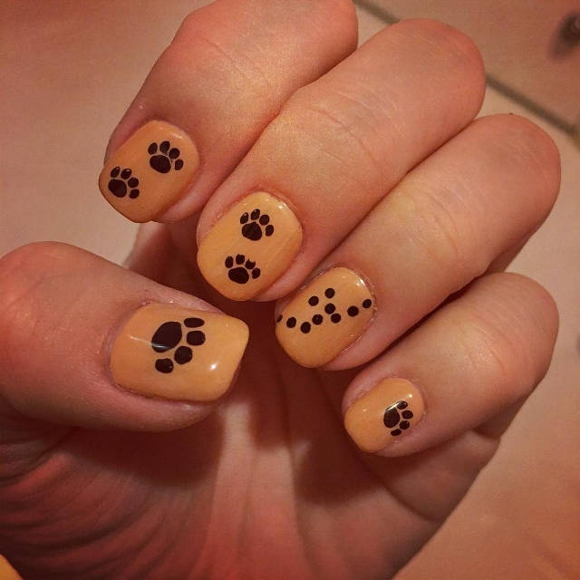 panther paw nail art idea