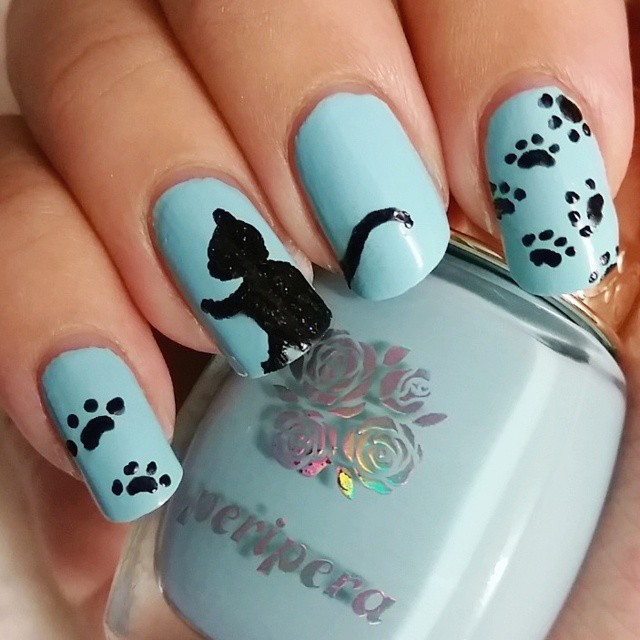 blue paw nail design