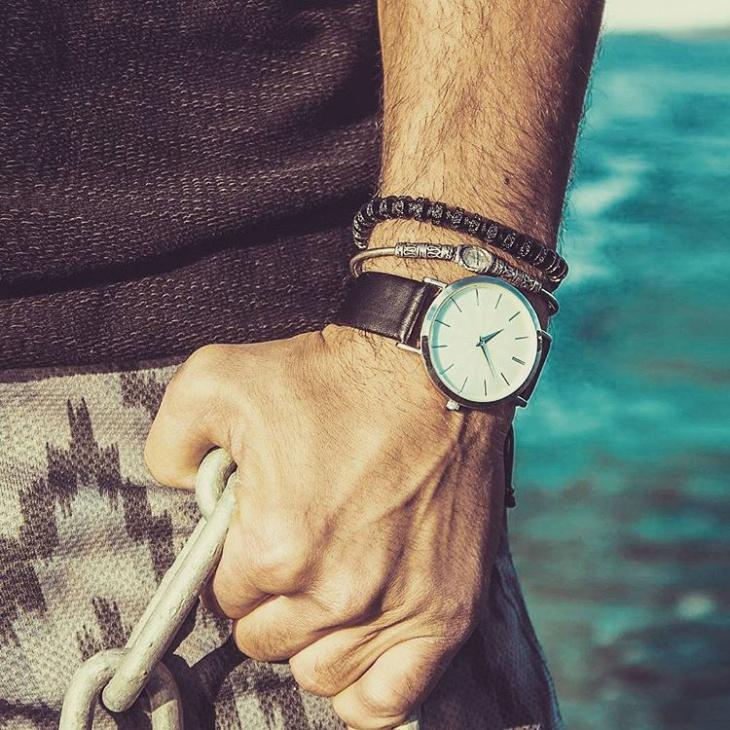 simple minimal watch design
