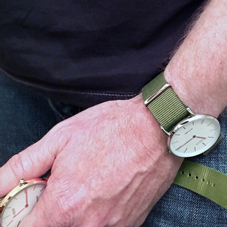 green color minimal watch