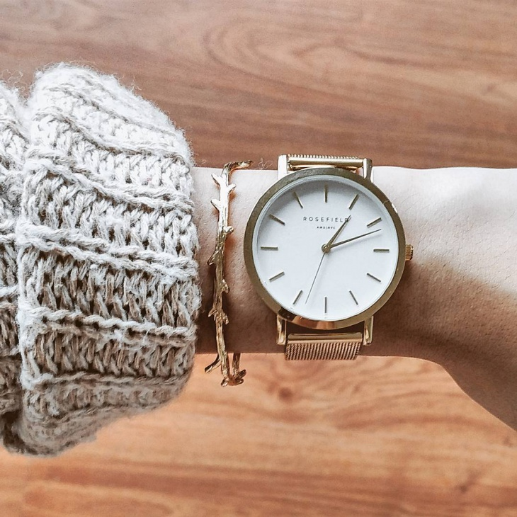 luxurious minimal watch for women
