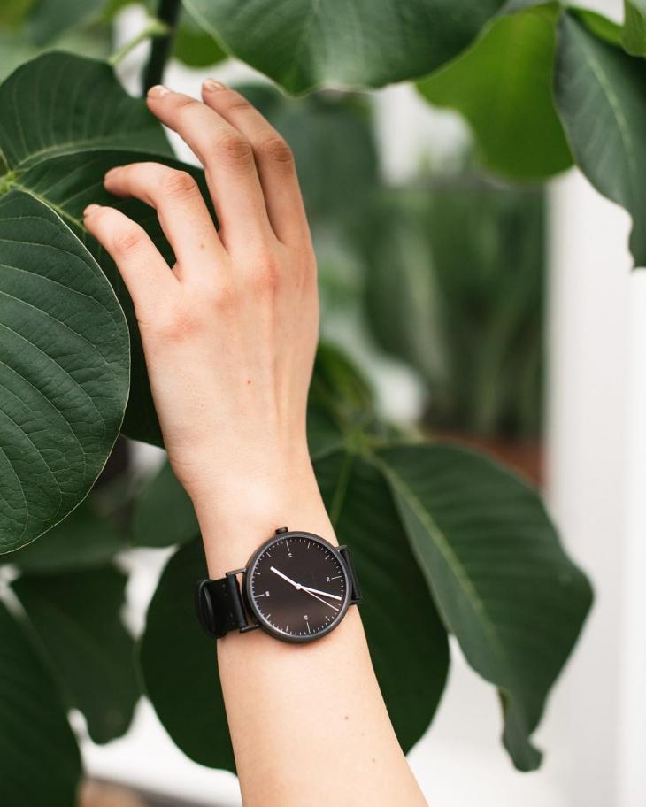 scandinavian minimal watch
