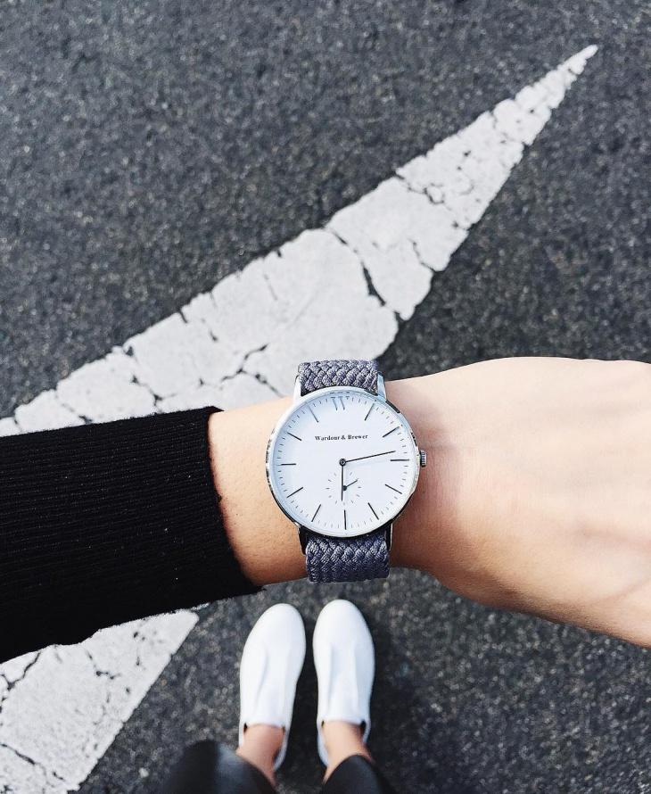 fashionable silver minimal watch