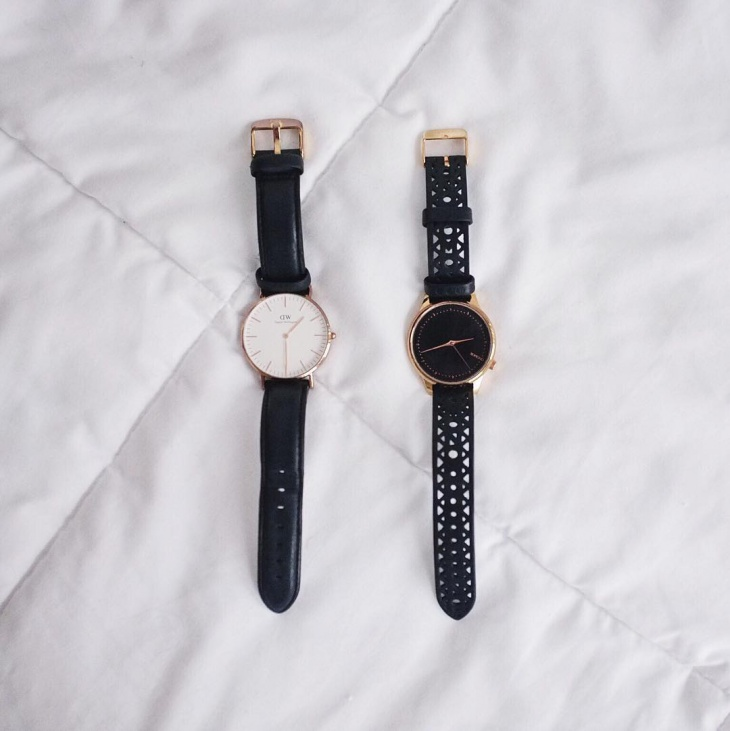 black color minimal watches