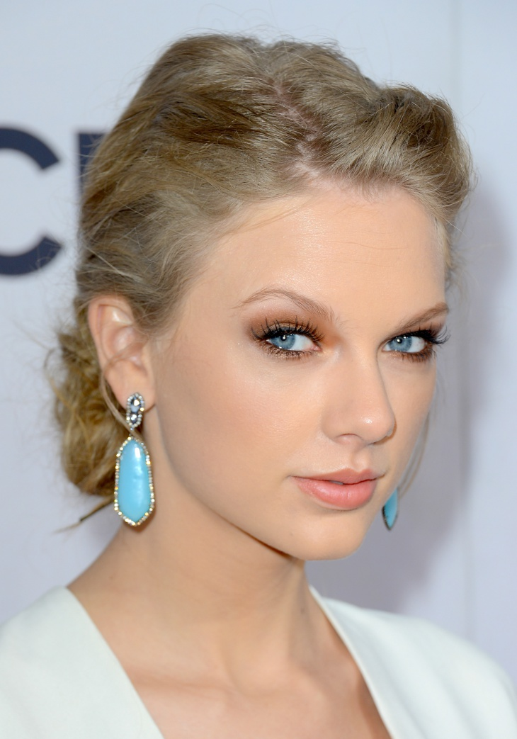 taylor swift smokey eye makeup for blue eyes