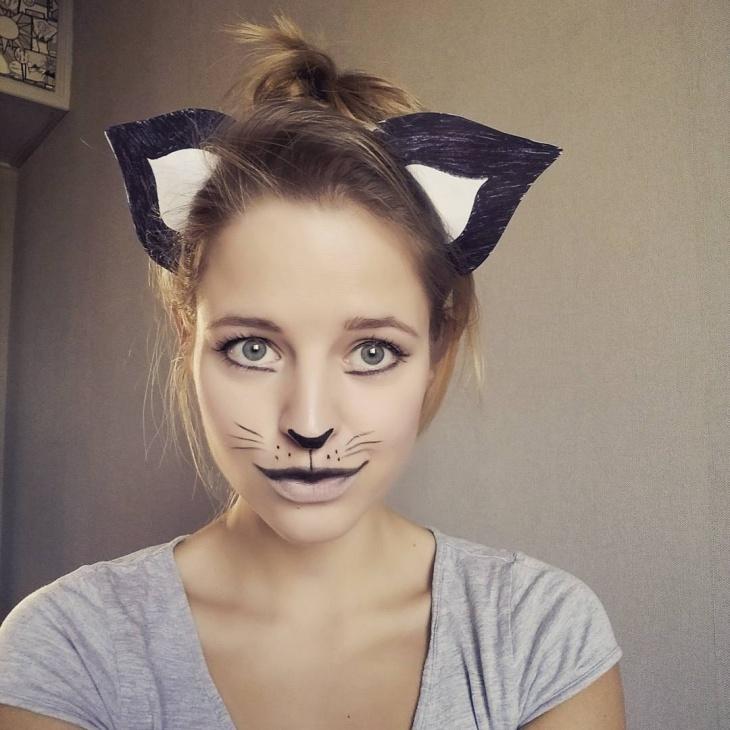 blue cat eye makeup