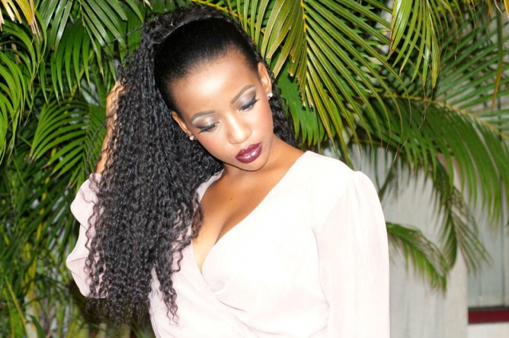 curly weave ponytail